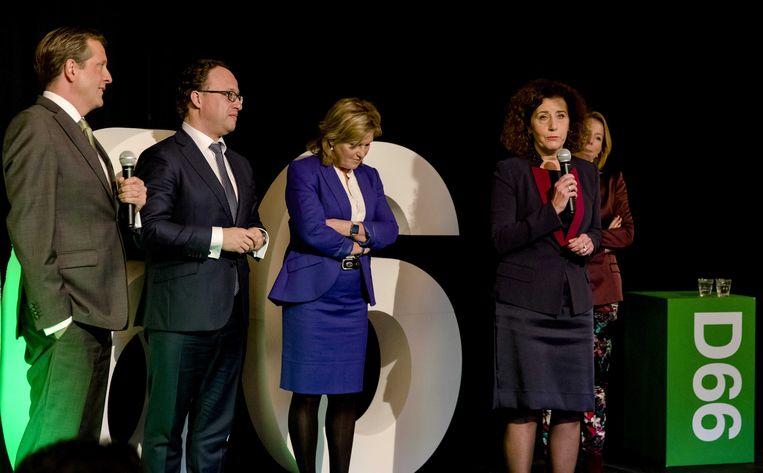 Van Engelshoven (met microfoon) hoopt meer vrouwen te inspireren om de politiek in te gaan. Beeld anp