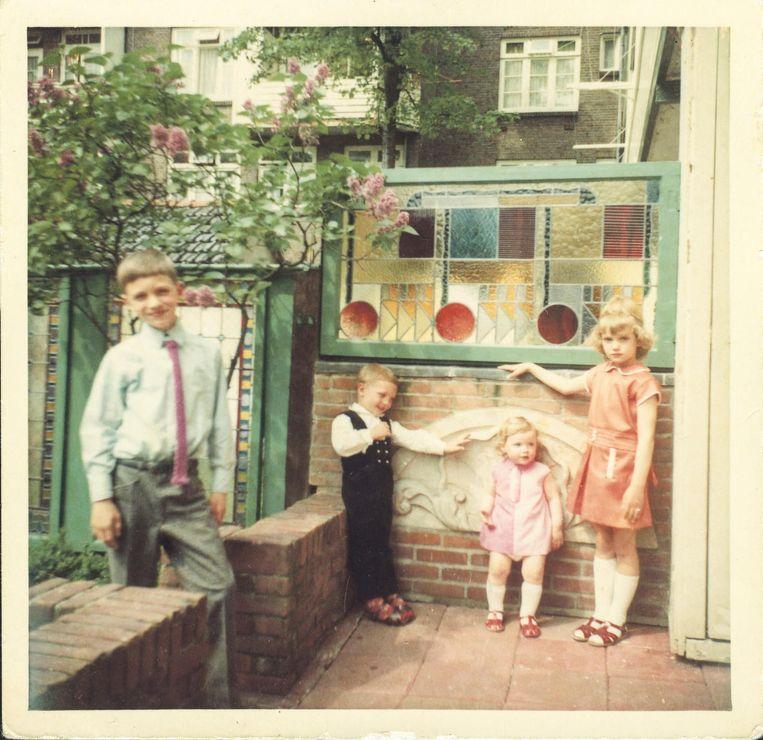 Zoals elke zondag op bezoek bij opa en oma Holleeder, 1969. Beeld Archief van Stien Leipoldt