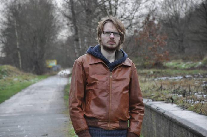 Maurits Wouters uit Ravels doet onderzoek naar video's van Bels Lijntje.