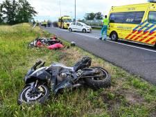Twee motorrijders vliegen uit de bocht door oliespoor op A58 bij Breda