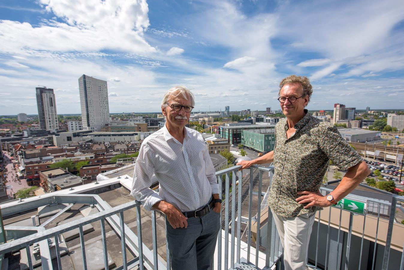 EINDHOVEN - Hans van Voorene (rechts) en Jan van de Sande van de Henri van Abbestichting.