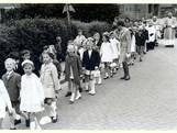 Op weg naar de eerste communie in Berghem