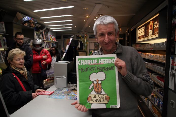 Wim Maes in zijn krantenwinkel vijf jaar geleden, na de aanslag op Charlie Hebdo.