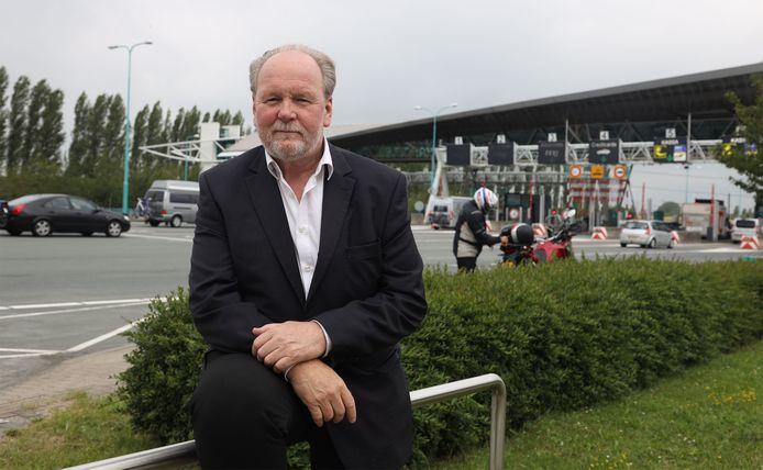 Cees Liefting, voorzitter van de Stichting Zeeland Tolvrij, bij het tolplein van de Westerscheldetunnel.