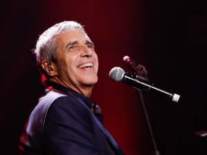 Un célèbre chanteur français pour remplacer Julien Clerc dans The Voice