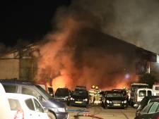 Brand autobedrijf Westkanaaldijk Nijmegen op zes plekken aangestoken