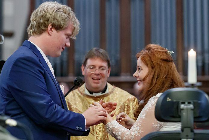 Het Terneuzense raadslid Jos van Ginneken trouwde vandaag zijn Amber in de Petruskerk in Etten-Leur.
