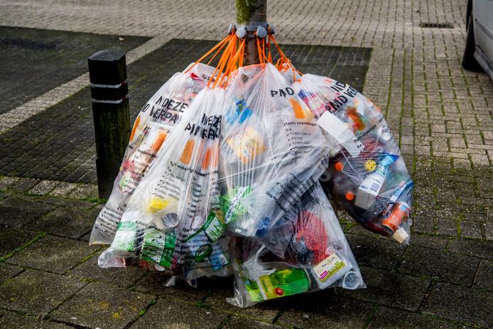 Boete Dreigt Als Plastic Afval Te Vroeg Is Opgehangen In Aalburg