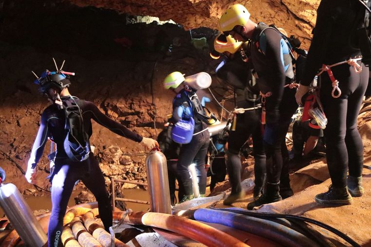 De Thaise marine in de grot. Beeld AFP