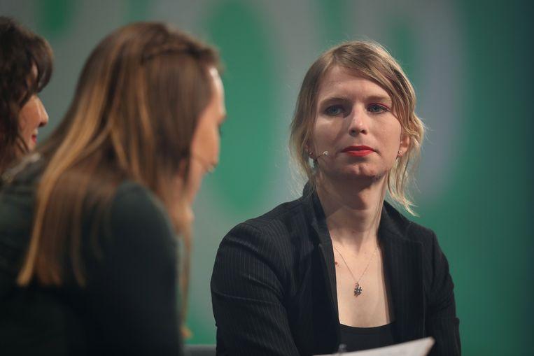 Chelsea Manning (rechts), op een conferentie in Berlijn vorig jaar mei.  Beeld Getty Images