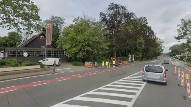 Tijdelijk eenrichting op drukke Doorniksesteenweg, nabij restaurants Colmar en 't Wit Kasteel