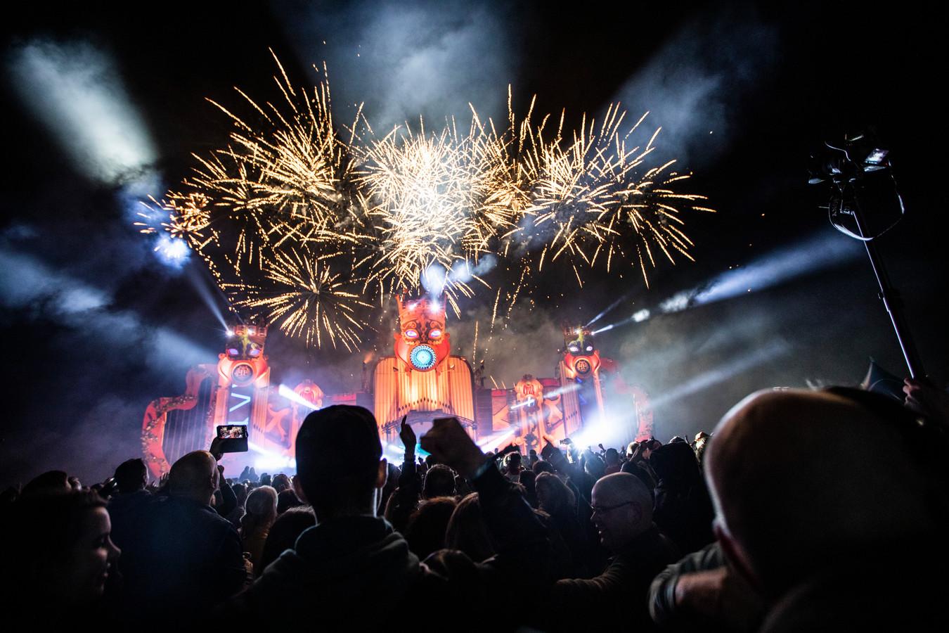 De nieuwe podia voor het Fairytale Festival in Kaatsheuvel waren zo goed als klaar, maar het coronavirus gooit roet in het eten.