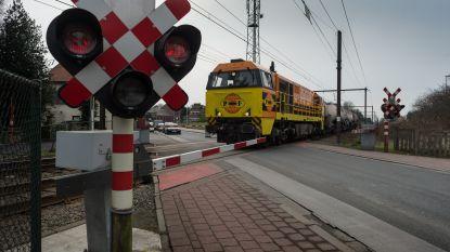 Politie beboet elf bestuurders die lichten spooroverweg negeren