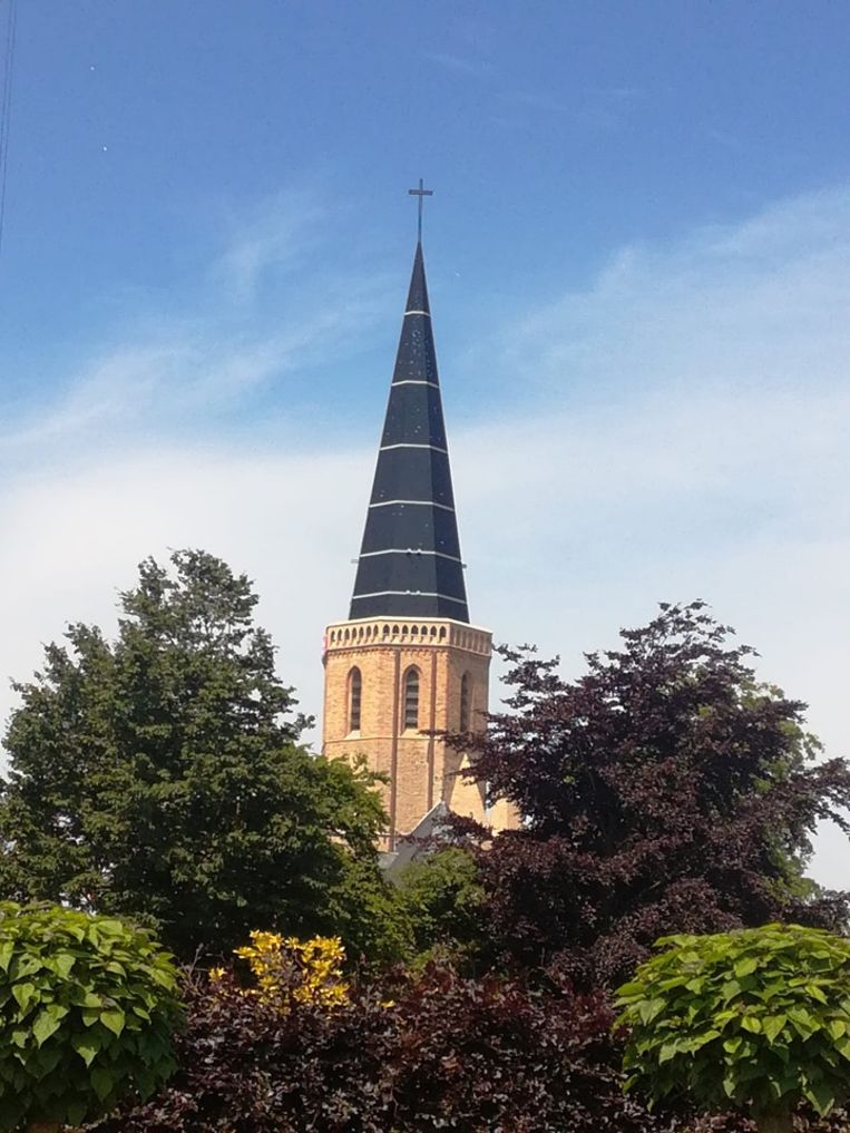 Na zes jaar heeft de Sint-Niklaaskerk opnieuw een toren.