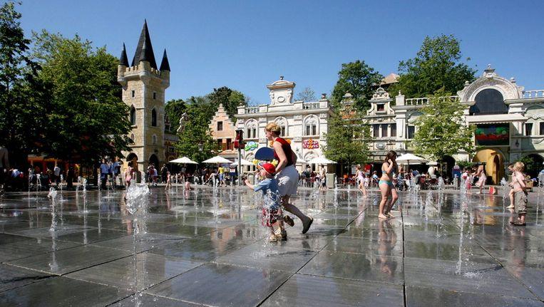 Bezoekers genieten van fonteintjes in Plopsaland in De Panne. (archieffoto)