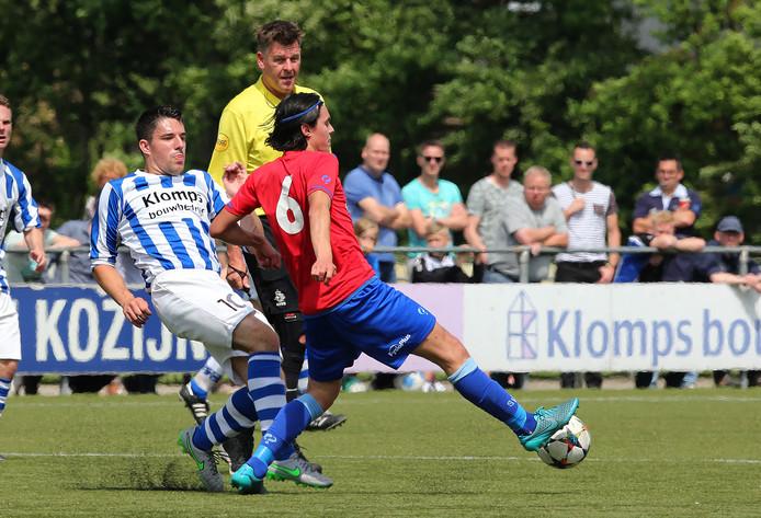 Niels Tamboer (links) maakte na lang blessureleed zijn rentree voor DZSV.