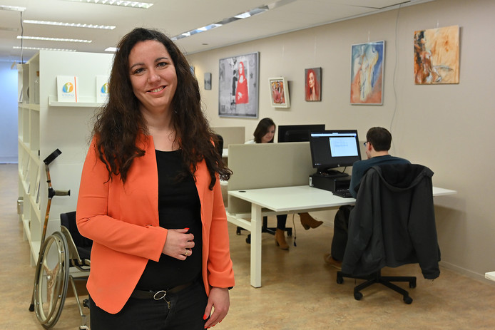 Nadia van den Heuvel in het bedrijfspand van Ictoria, midden in Boxmeer en makkelijk bereikbaar voor iedereen.