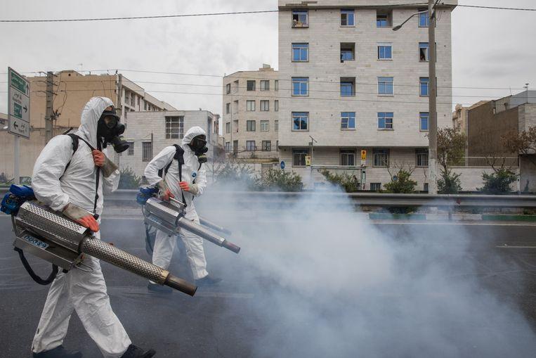 In Iran worden massaal straten ontsmet.