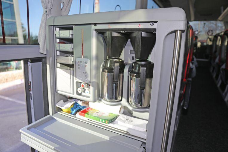 De autocar beschikt over een mini-kitchenette