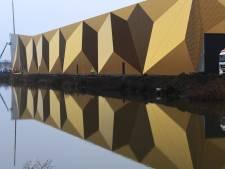 Goudgeel onderkomen van De Munt is een opvallende verschijning in Houten