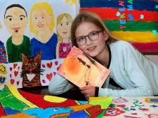 Malin (10) tekende voor het nieuwe boek van J.K. Rowling: 'Het is een vrolijke koning geworden'