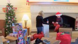 Elfjarige kerstman maakt maar liefst 176 zieke kindjes blij met kerstcadeautjes