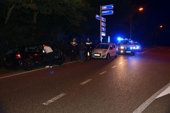 Twee auto's botsten op elkaar op de Hernenseweg in Wijchen.