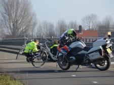 Twee gewonden bij fietsongeluk Coenecoopbrug