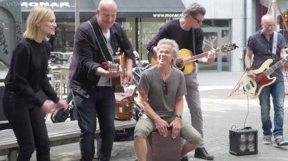 VIDEO: plots zingen BLØF en Geike 'Zoutelande' in de straten van Antwerpen