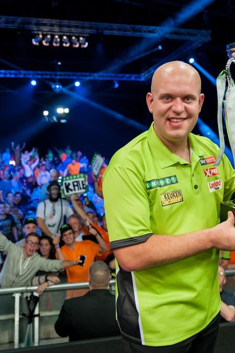 Van Gerwen pakt vierde Europese titel darts in geboorteplaats Max