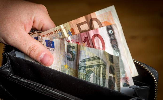 De gemeente Gilze en Rijen moet dit jaar nog een kleine miljoen euro vinden om de begroting sluitend te krijgen. 'Dat wordt geen kaasschaaf', voorspelde wethouder David Vermorken.