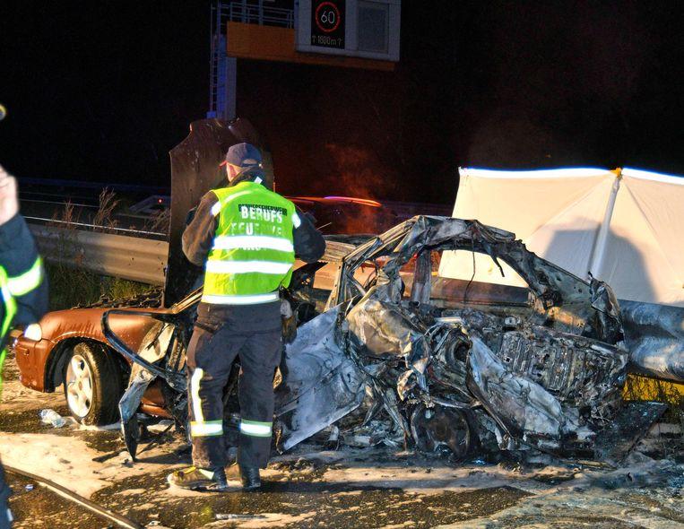 De wagen botste met een ander voertuig omdat de chauffeur nog snel een afrit wou halen.