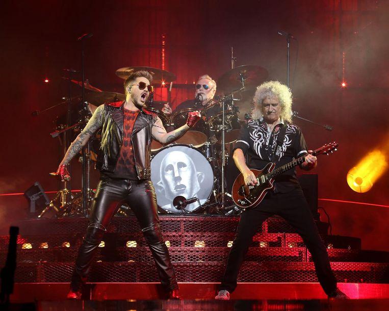 Adam Lambert en Brian May tijdens een optreden in Prudential Center in New Jersey.