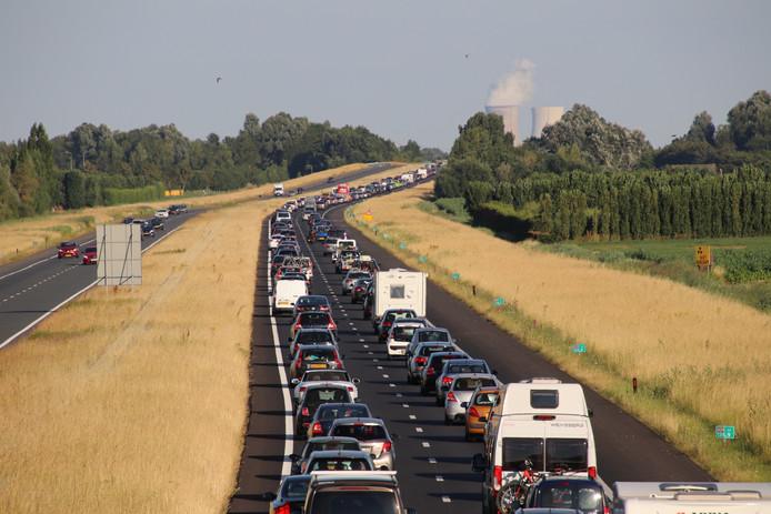 Het verkeer stond over kilometers vast