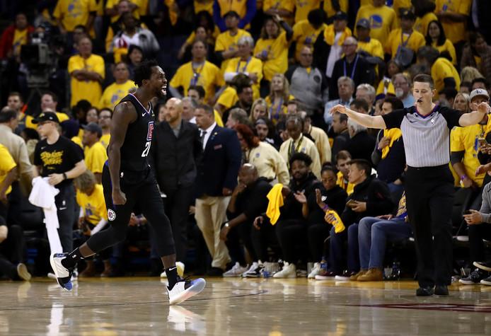 Patrick Beverley viert de verrassende zege van LA Clippers.