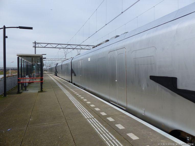 De zilveren trein werd aangetroffen in Wormerveer, op enkele tientallen kilometers van Amsterdam.