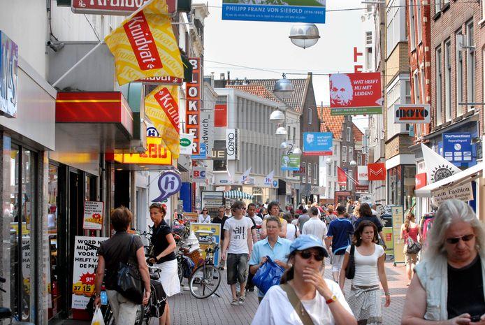 Shoppers in het centrum van Leiden