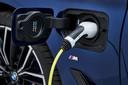 Vijf versies van de nieuwe 5-Serie zijn deels elektrisch, ze halen maximaal 62 kilometer op een lading stroom
