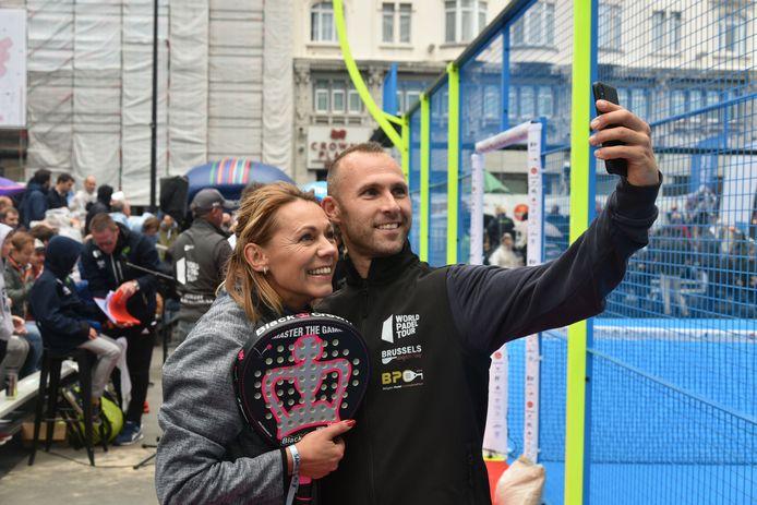 Na hun wedstrijd namen de ex-voetballer en de gewezen tennisster een selfie.