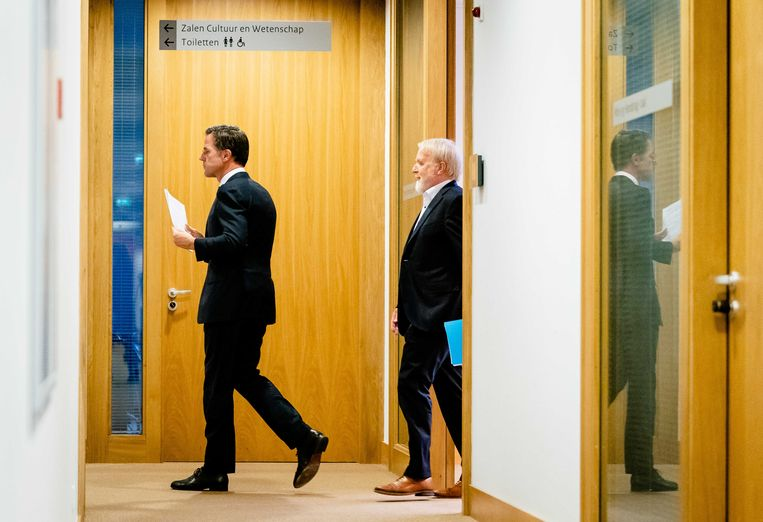 Premier Mark Rutte en OMT-voorzitter Jaap van Dissel na een overleg over noodmaatregelen tegen het coronavirus. Beeld ANP