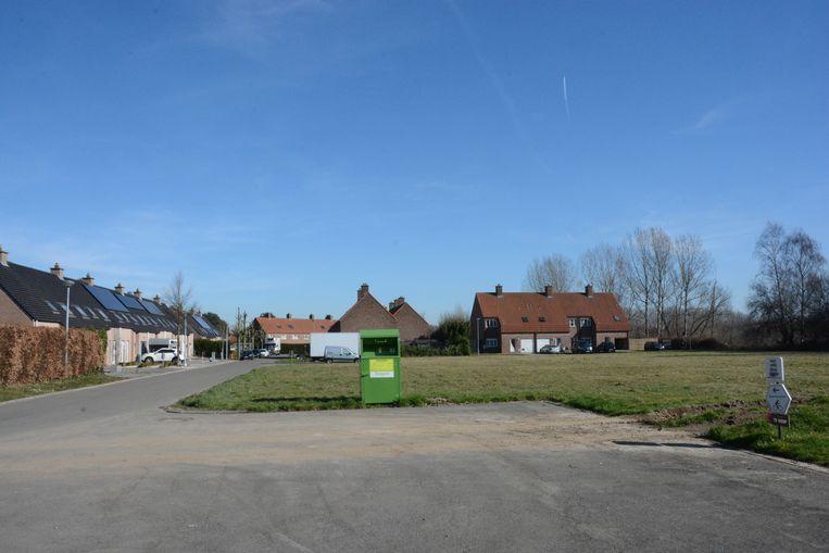 De containergebouwen zullen geïnstalleerd worden op een braakliggend perceel in de wijk Schaudries.