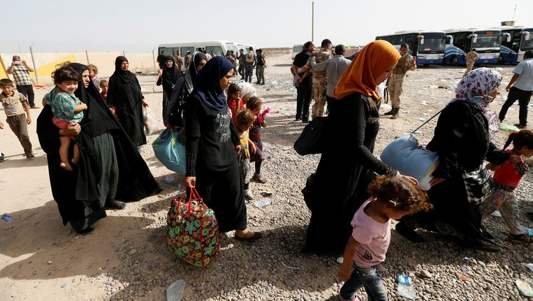Gevluchte inwoners van Falluja. Beeld reuters