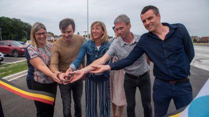 Nieuwe carpoolparking voor 161 wagens, 12 vrachtwagens en fietsen aan oprit R4