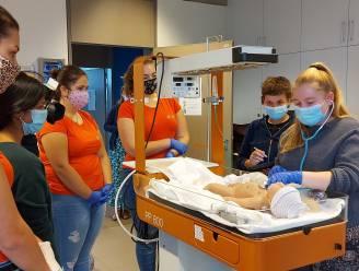 Studenten Vroedkunde van Thomas More Turnhout krijgen levensechte babyrobot