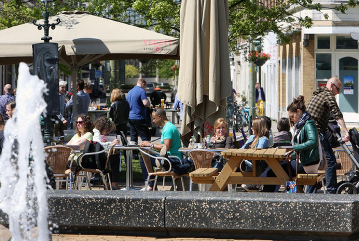 Vragen over 39 dominante 39 terrassen prins hendrikplein foto - Foto van het terras ...