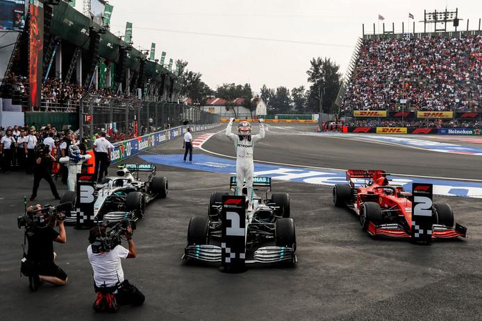 Dixième victoire de la saison, au Mexique, pour Lewis Hamilton.