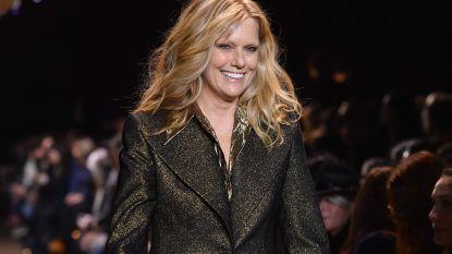 Patti Hansen, 62-jarig topmodel en vrouw van Keith Richards, sluit modeshow Michael Kors af