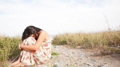 Politie 'redt' vrouw die tijdens date werd achtergelaten op het strand