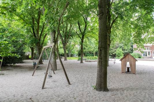 De Kloostertuin - één van de weinige groene plekken met speeltoestellen in het stadshart - is weer een prachtig parkje geworden.
