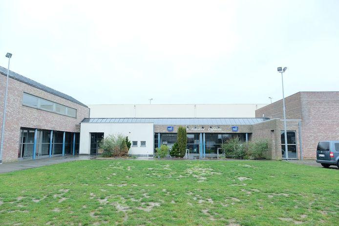 De gemeente start in de lente met de vernieuwing van het volledige dak van de sporthal in Eppegem.